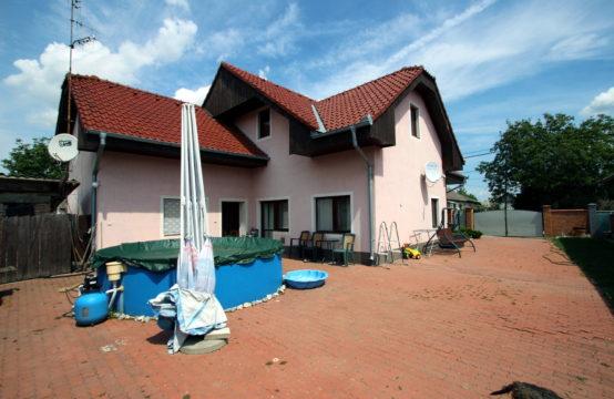 Dvojpodlažný rodinný dom v obci Vlčany